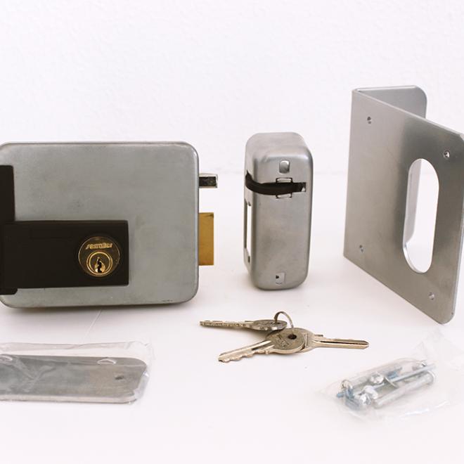 Fechadura ou Trinco elétrico SERRALLER chave/chave; ref.500600